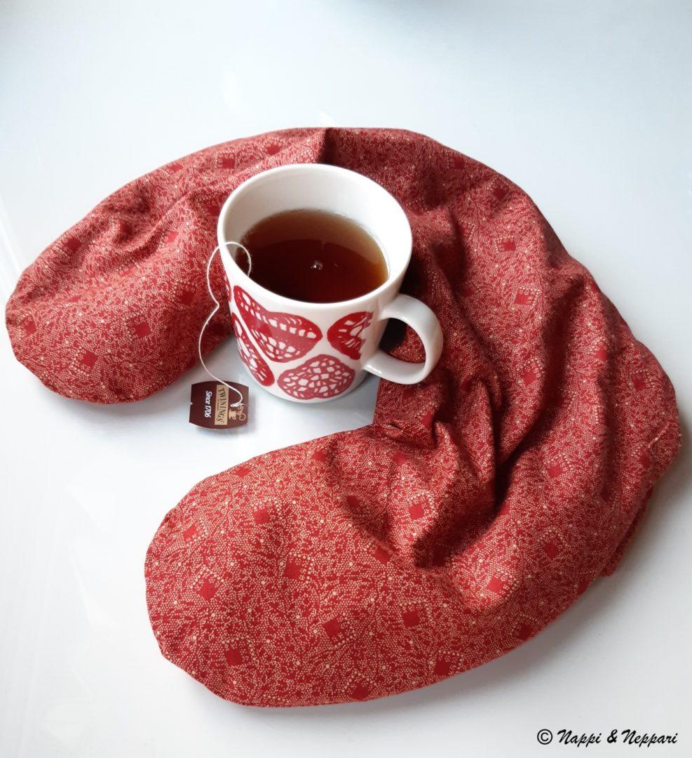 Jyvätyyny teekupin kanssa.